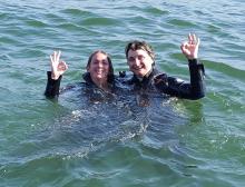 Marion et Cathy dans le port